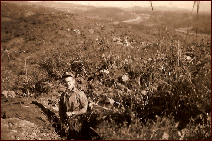 Life of an infantry soldier. Stanley Ward, RCR, digging a trench in Korea. (C. MacKinnon collection)