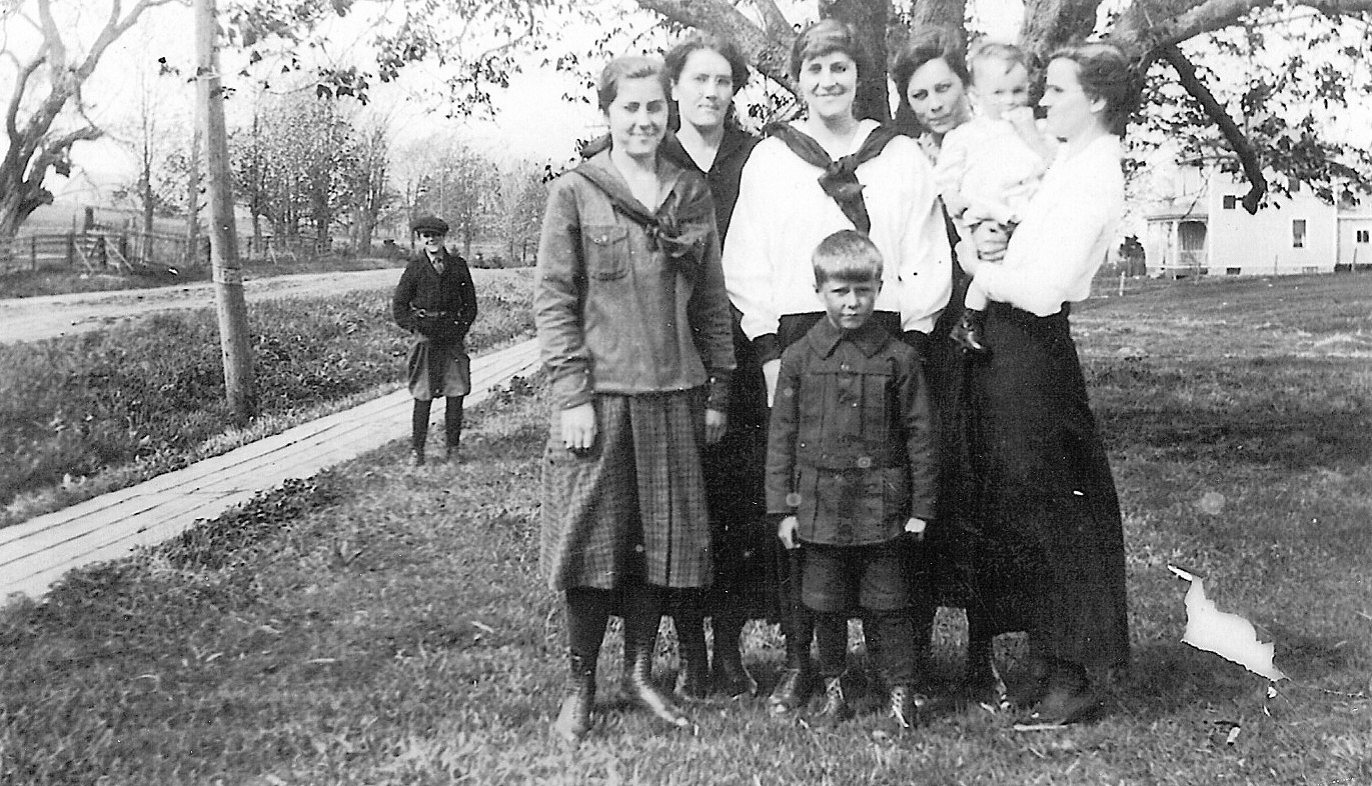 Photo of Palmer family in Sackville, NB May 1920