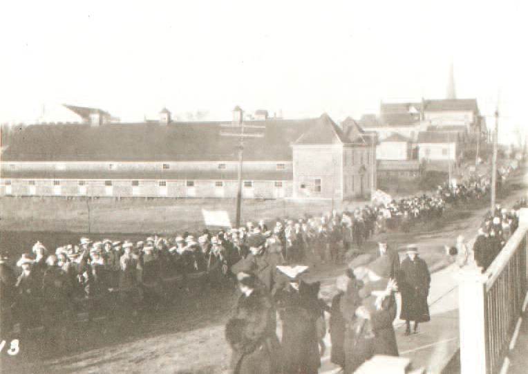 Photo of parade in Sackville, NB celebrating end of WWI.